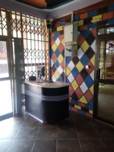 Big Ups hotel, Отели  Gbawe - big - 17
