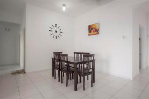 228 Vacation Home - Bayan Baru, Apartments  Bayan Lepas - big - 48