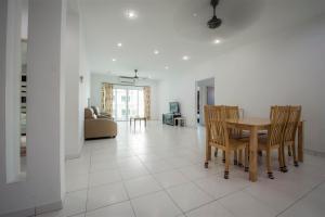 228 Vacation Home - Bayan Baru, Apartments  Bayan Lepas - big - 27