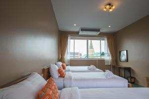 Feung Nakorn Balcony Rooms and Cafe, Hotels  Bangkok - big - 100
