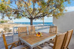 Stella Beach House, Dovolenkové domy  Archangelos - big - 1