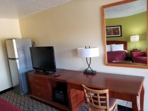 Economy Inn & Suites Cedar Lake, Motelek  Cedar Lake - big - 19