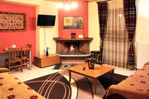 One-Bedroom Apartment with 	Fireplace  Patriko