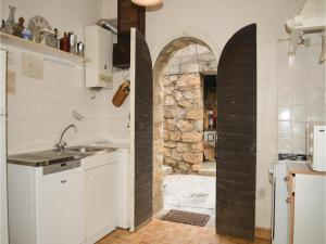 Two-Bedroom Holiday Home in Ajaccio, Dovolenkové domy  Ajaccio - big - 10
