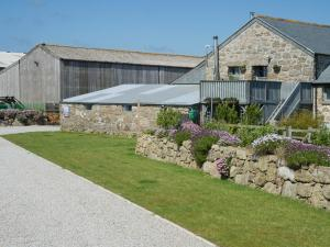 Land's End Hostel, Trevescan