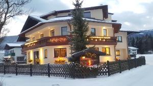 Pension Schlömmer, Гостевые дома  Санкт-Гильген - big - 52