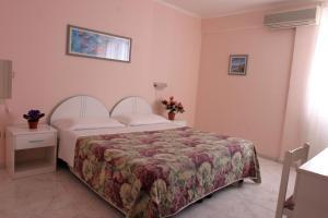 Hotel Da Raffaele - AbcAlberghi.com