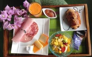 Chez Dolores, Bed and Breakfasts  Le Bois de Nèfles - big - 36