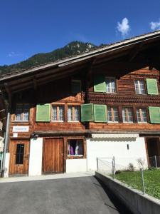 obrázek - 250 Year Old Swiss Chalet
