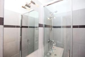 Charming apartment-Canal St Martin-Amazing prices!, Apartmanok  Párizs - big - 18