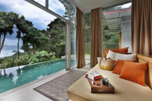 Ambong Pool Villas - Private P..