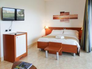 Mirabeau Park Hotel, Üdülőtelepek  Montepaone - big - 4