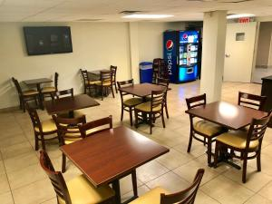 Days Inn by Wyndham Brooklyn Borough Park, Отели  Бруклин - big - 47