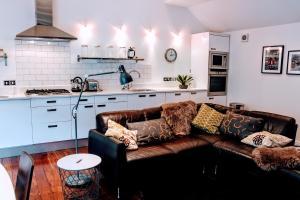 1 Bedroom House with Balcony Sleeps 2 - Hotel - Edinburgh