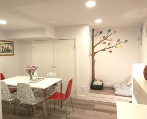 . 2BDR Colourful-tree Suite