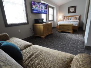 Apex Lodge - 4 Hotel Room - Hedley