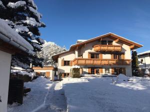 Chalet Schneehaus - Apartment - Ehrwald