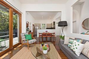 Historic 1890s House With Terraced Backyard Deck - Sydney