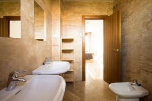 Apartamentos Villablino Arturo Soria, Апартаменты  Мадрид - big - 24