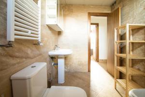 Apartamentos Villablino Arturo Soria, Апартаменты  Мадрид - big - 23