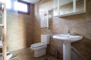 Apartamentos Villablino Arturo Soria, Апартаменты  Мадрид - big - 22