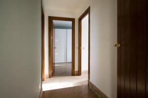 Apartamentos Villablino Arturo Soria, Апартаменты  Мадрид - big - 19