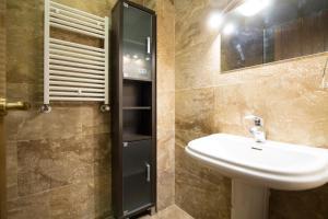 Apartamentos Villablino Arturo Soria, Апартаменты  Мадрид - big - 21