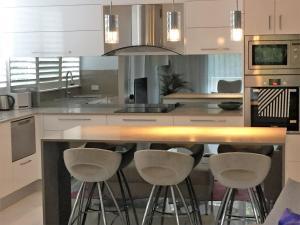 Stunning Burleigh Beach Apartment