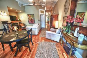 obrázek - Downtown Asheville Condo - 2 BR/2 BA - Heart of Downtown Asheville, NC
