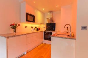 2 Bedroom Apartment beside Edinburgh Castle Accommodates 6 - Hotel - Edinburgh