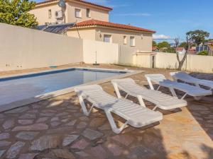 Villa Silvia, Ferienhäuser  L' Escala - big - 32