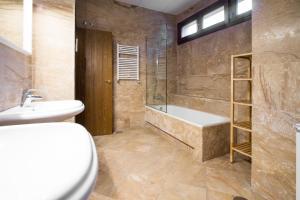 Apartamentos Villablino Arturo Soria, Апартаменты  Мадрид - big - 33