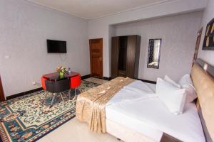 Sinai Suites
