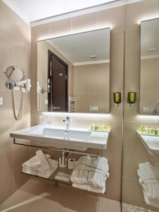 Hotel Pine, Отели  Тиват - big - 49