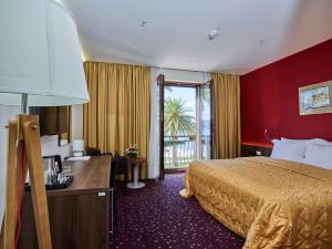 Hotel Pine, Отели  Тиват - big - 47