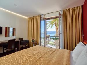 Hotel Pine, Отели  Тиват - big - 48
