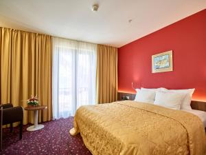 Hotel Pine, Отели  Тиват - big - 44