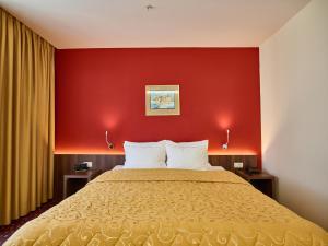 Hotel Pine, Отели  Тиват - big - 45