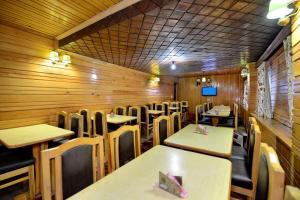 Hotel Affarwat, Hotel  Gulmarg - big - 24