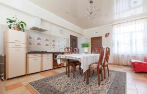 Guesthouse on Kyzyl-armeyskaya - Kazan