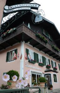 Hotel-Pension Falkensteiner, Hotels  Sankt Gilgen - big - 1