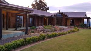 Saddle Hill Lodge - Accommodation - Mosgiel