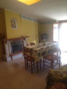 Appartamento sito in via Falcone Giovanni 53-Villa - AbcAlberghi.com
