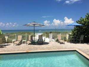 . Joyce's Beachfront Suite 3