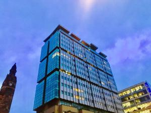 Glasgow Central Station SKYLINE Apartment with Parking (2 bedrooms, 2 bathrooms, 1 living room-Kitchen) - Hotel - Glasgow