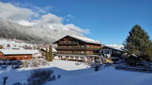 Familien- & Vitalhotel Auenhof - Hotel - Fulpmes