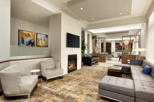 DoubleTree by Hilton Bradley International Airport - Hotel - Windsor Locks