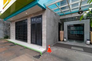 RedDoorz Plus near Halim Perdanakusuma 2, Penzióny  Jakarta - big - 16