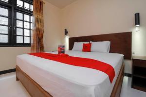 RedDoorz Plus near Halim Perdanakusuma 2, Гостевые дома  Джакарта - big - 1