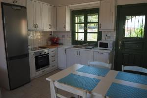 Villa Tati, Дома для отпуска  Kastós - big - 75